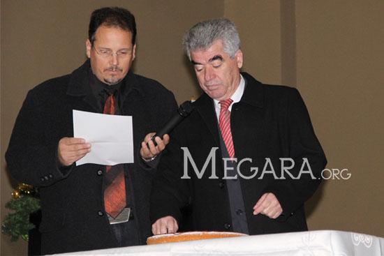 Κομάτι από τι βασιλόπιτα έκοψε και στους επιτυχόντες ευχήθηκε καλές σπουδές ο Δήμαρχος Γρηγόρης Σταμούλης
