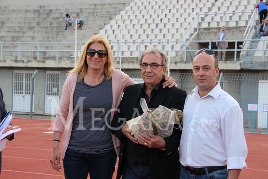 Ο πρόεδρος της ΕΠΣΔΑ Μιχάλης Τζανόπουλος με τους Γιάννα Ρήγα και Γιάννη Σταμούλη