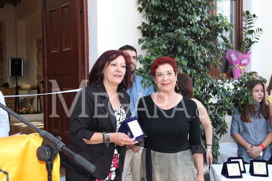 Από τα πρόσωπα στα οποία απονεμήθηκαν τιμητικές διακρίσεις ήταν η τ. πρόεδρος του Συλλόγου Περαμίων - Κυζικηνών Ελένη Τσακίρη