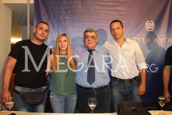 Με τον Γραμματέα Νίκο Μιχαλολιάκο, ο Ηλίας Κασιδιάρης, η υποψήφια βουλευτής Λιάνα Τσολιάκου και ο υπεύθυνος του Πυρήνα της Χρυσής Αυγής Μεγάρων Σταμάτης Μαρτίνος
