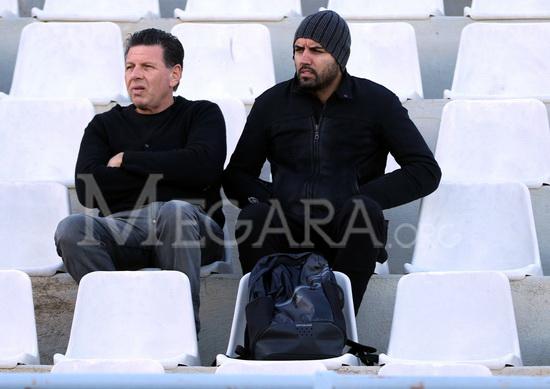 Στις εξέδρες του σταδίου βρέθηκε ο έμπειρος τερματοφύλακας Ανδρέας Αρχοντάκης. Στη φωτό, πλάι στο μέλος του ΔΣ του Βύζαντα Λεωνίδα Νικολάου